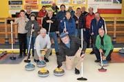 Zusammen mit Schlachtenbummlern genossen die Urner Curling-Sportler den Tag in Engelberg. (Bild: Georg Epp, 27. Dezember 2018)