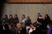 Die Gesangsgruppe beim Üben für den «Weihnachtszauber».