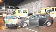 Zwei Autofahrer wurden in Wil bei einem Unfall verletzt und mussten ins Spital.