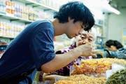 Masato (Takumi Saitoh) auf kulinarischen Reisen. (Bild: Filmcoopi)