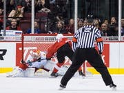 Marco Lehmann vergibt mit einem verschossenen Penalty die grosse Chance zum 4:3 (Bild: KEYSTONE/AP The Canadian Press/DARRYL DYCK)