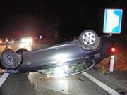 Ein alkoholisierter Autolenker ist am Sonntagabend bei einem Selbstunfall mit seinem Personenwagen verletzt worden. (Bild: Kantonsspital Thurgau)
