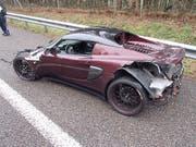 Der Sportwagen erlitt einen Totalschaden. Der Fahrer jedoch blieb unverletzt. (Bild: Quelle: Kantonspolizei Aargau)