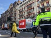 Nach einem Brandausbruch musste das Fünf-Sterne-Hotels Palace in Lausanne evakuiert werden. (Bild: Laurent Gilliéron - Keystone)