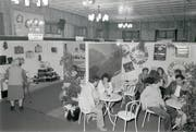 Weihnachtsausstellung am 16. November 1990 noch im grossen Mühle-Saal.Bild: Bilder: (Bilder: Archiv Hansruedi Rohrer)