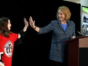 Seattles Bürgermeisterin Jenny Durkan freut sich: Seattle darf ab der Saison 2021/22 in der NHL mitspielen (Bild: KEYSTONE/AP/ELAINE THOMPSON)