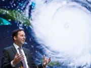 Trotz Naturkatastrophen steht die Swiss Re gut da: CEO Christian Mumenthaler an einer Pressekonferenz (Archivbild). (Bild: KEYSTONE/ENNIO LEANZA)