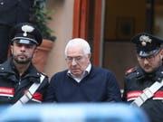 Ab hinter Gitter: Der 80-jährige neue Boss der sizilianischen Mafia Cosa Nostra nach seiner Verhaftung in Palermo. (Bild: KEYSTONE/EPA ANSA/IGOR PETYX)