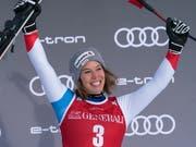 Michelle Gisin freut sich über ihren erfolgreichen Saisoneinstieg (Bild: KEYSTONE/EPA/NICK DIDLICK)