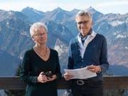 Vreni Aschwanden (links) und Marie-Ann Arnold haben gut zugehört und viele Menschen mit ihren Geschichten auf den Eggbergen porträtiert. (Bild: PD)