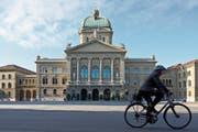 Was Mittwoch im Bundeshaus in Bern geschieht, könnte unter anderem auch Auswirkungen auf die Zusammensetzung der Urner Regierung im Rathaus in Altdorf haben. (Bild: PD)