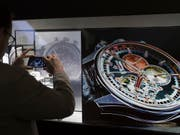 Die Uhren- und Schmuckmesse Baselworld zeigt sich offen für Gespräche über eine Kooperation mit der Genfer Uhrenmesse SIHH. (Bild: KEYSTONE/GEORGIOS KEFALAS)