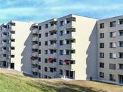 Die Immobilienpreise sind leicht gesunken: eine Wohnsiedlung in Zürich (Archivbild). (Bild: KEYSTONE/WALTER BIERI)