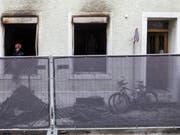 Die Solothurner Regierung weist Vorwürfe zurück, wonach sich die von Flüchtlingen bewohnten Wohnungen in der Stadt Solothurn in einem menschenunwürdigen Zustand befanden. In diesem vom Kanton gemieteten Haus starben bei einem Brand sieben Personen. (Bild: Keystone/ALEXANDRA WEY)