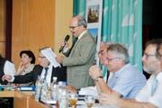 Parlamentspräsident Riquet Heller leitet die Parlamentssitzung im Seeparksaal Arbon. (Archivbild: Donato Caspari)