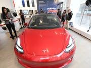 Tesla liefert das Modell 3 bald in Europa aus. (Bild: KEYSTONE/APA/APA/HELMUT FOHRINGER)