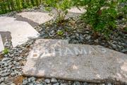 Am Boden lesbare Fachbegriffe aus der Geologie sollen die Besucher neugierig machen.