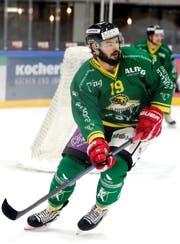 Léonardo Fuhrer spielte bereits von 2014 bis 2016 für Thurgau, wechselte dann zum Ligakonkurrenten HC Ajoie, wo er sich zu einem Topstürmer der Swiss League entwickelte. Nach dem Aufstieg in die National League nahm ihn der SC Rapperswil-Jona für die Saison 2018/19 unter Vertrag. (Bild: Mario Gaccioli, Weinfelden, 2. Dezember 2018)
