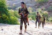 Jemenitische Regierungssoldaten bei einem Kampfeinsatz in der östlichen Provinz Marib. (Bild: Soliman Alnowab/EPA; 31. Oktober 2018)