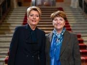 Die Presse kommentiert die Wahl von Viola Amherd (rechts) und Karin Keller-Sutter (links) in den Bundesrat sehr positiv. (Bild: KEYSTONE/MARCEL BIERI)