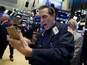 Hektik an den Börsen weltweit. Die Festnahme der Finanzchefin des chinesischen Netzwerkausrüsters Huawei auf Anordnung von US-Behörden lässt die Aktienkurse einbrechen. (Bild: KEYSTONE/AP/RICHARD DREW)