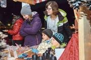 Die Besucher staunten über das Angebot des Eschliker Chlausmarktes. (Bild: Christoph Heer)
