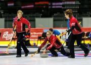 Erfolgreicher Saisonstart: Skip Ursi Hegner (Mitte) schiebt das Damenteam Uzwils beim Worldtour-Turnier in Tallinn zum Sieg. (Bild: PD)