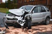 Aus noch unbekannten Gründen kam eine 51-jährige Frau mit ihrem Auto auf die Gegenfahrbahn und...