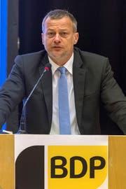 Parteipräsident Martin Landolt zeigt wenig Freude über den Parteiwechsel: «Es wäre anständig, wenn sie auf die Sitze verzichtet hätten und einfach zurückgetreten wären.». (KEYSTONE/Georgios Kefalas)