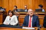 Die abtretenden Bundesraete Doris Leuthard, links, und Johann Schneider-Ammann bei den Bundesratswahlen am Mittwoch, 5. Dezember 2018. (Bild: KEYSTONE/Anthony Anex)