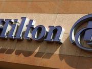In einem zur Hilton-Gruppe gehörendem Hotel in den USA soll eine Frau heimlich in der Dusche gefilmt und das Video auf Pornoseiten hochgeladen worden sein. (Bild: KEYSTONE/AP/Reed Saxon)