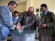Die abgegeben Stimmen in Kabul wurden als ungültig erklärt (Bild: KEYSTONE/AP/MASSOUD HOSSAINI)