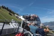 Die Tourismusregion Luzern und Vierwaldstättersee ist sehr beliebt - auch die Cabrio-Bahn auf das Stanserhorn. (Bild: Pius Amrein, 27. Juli 2018)