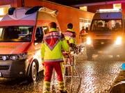 Grosseinsatz der Sicherheitskräfte in der deutschen Stadt Kiel: Eine Bombe aus dem zweiten Weltkrieg musste am Donnerstagabend gesprengt werden. (Bild: KEYSTONE/EPA/FRANK PETER)