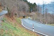 Beim Überholen des Postautos zwischen Gams und Wildhaus war es der Automobilistin plötzlich nicht mehr wohl. Auf welchem Streckenabschnitt das Manöver stattgefunden hat, ist jedoch noch nicht geklärt. (Bild: Sabine Camedda)
