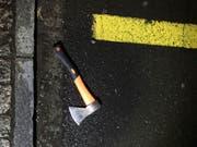 Das Tatwerkzeug: Ein 17-jähriger Lehrlinge verletzte im Oktober 2017 in Flums SG bei einem Amoklauf mehrere Personen zum Teil schwer. Am 19. Dezember kommt er deswegen vor Jugendgericht. (HANDOUT KANTONSPOLIZEI SG) (Bild: KEYSTONE/KANTONSPOLIZEI SG)