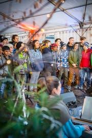 Der Chor des Schulhauses Felsenschlössli eröffnet den AdventToGo. (Bild: Andrea Stalder)