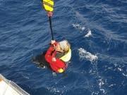 Solo-Seglerin Susie Goodall ist nach einem Sturm in Seenot geraten. Nun konnte sie gerettet werden. (Bild: Keystone/EPA/CHILEAN NAVY HANDOUT)
