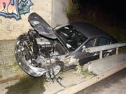 Neben die Fahrbahn geraten ist ein Lenker mit seinem Auto auf der A2 bei Dagmersellen. (Bild: Luzerner Polizei)