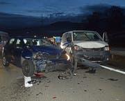 Die Autos kollidierten im Morgenverkehr auf A14. (Bild: Luzerner Polizei)