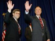 US-Präsident Donald Trump möchte William Barr zum neuen Justizminister machen. Barr hatte den Posten schon unter Präsident George H. W. Bush inne. Hier ein Bild von Barr (links) von 1991 an der Seite des damaligen Präsidenten. (Bild: Keystone/AP/Scott Applewhite)
