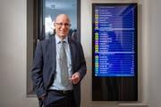 Auch auf den Bildschirmen ist bald alles anders: VBSG-Unternehmensleiter Ralf Eigenmann in der Betriebszentrale. (Bild: Urs Bucher/4. Dezember 2018)