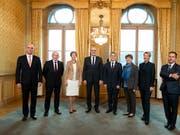 Der Bundesrat in seiner neuen Zusammensetzung wird erst kommende Woche entscheiden, wer welches Departement übernimmt. (Bild: Keystone/PETER KLAUNZER)