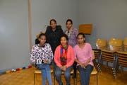 Medrek Hagos (unten rechts) besucht mit ihren Freundinnen jeden Dienstag den Solidarity Treff in Bazenheid. (Bild: Beat Lanzendorfer)
