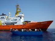 Die Hilfsorganisation SOS Méditerranée sucht ein neues Schiff. (Bild: KEYSTONE/AP/DARKO BANDIC)