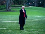 US-Präsident Donald Trump ist am Freitag erneut mit einem Vorhaben an einem US-Richter gescheitert. (Bild: KEYSTONE/EPA/JIM LO SCALZO)