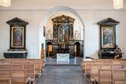 In der Peterskapelle trifft neu auf alt. So sind Altar, Boden und Kirchbänke komplett neu gefertigt worden. (Bilder: Philipp Schmidli, Luzern, 7. Dezember 2018)