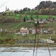 Blick vom zürcherischen Rheinufer auf Rüdlingen. (Bild: Urs Bader)