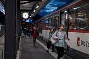 Abendstimmung am Bahnhof Sarnen Nord. (Bild: Corinne Glanzmann (Sarnen, 4. Dezember 2018))