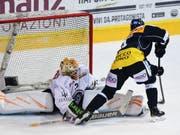 Der Österreicher Dominic Zwerger trifft zum 3:1 (Bild: KEYSTONE/TI-PRESS/SAMUEL GOLAY)